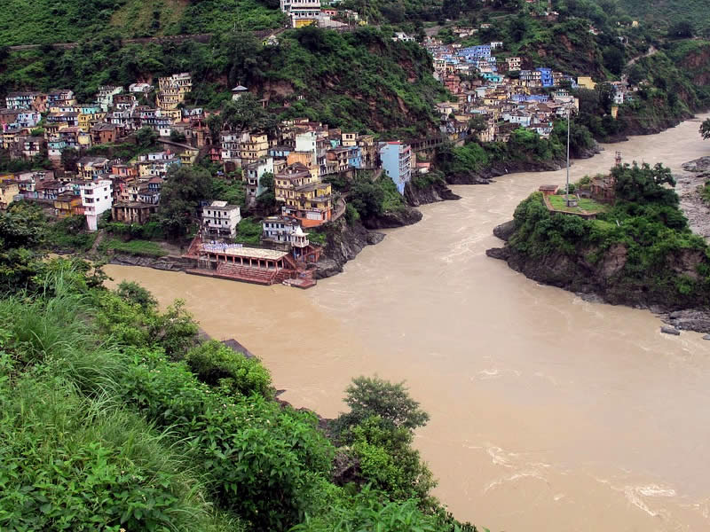 #Devprayag is a beautiful showcase of traditions, myths and mysticism. This is the place where the holy rivers Bhagirathi and Alaknanda meet, making it a unique pilgrimage like the Prayagraj. https://t.co/Mzq1BAvHWO  #ExploreIndia #ExploreOuting #Travel #IndiaTravel #Uttarakhand https://t.co/3cCQA3piLC