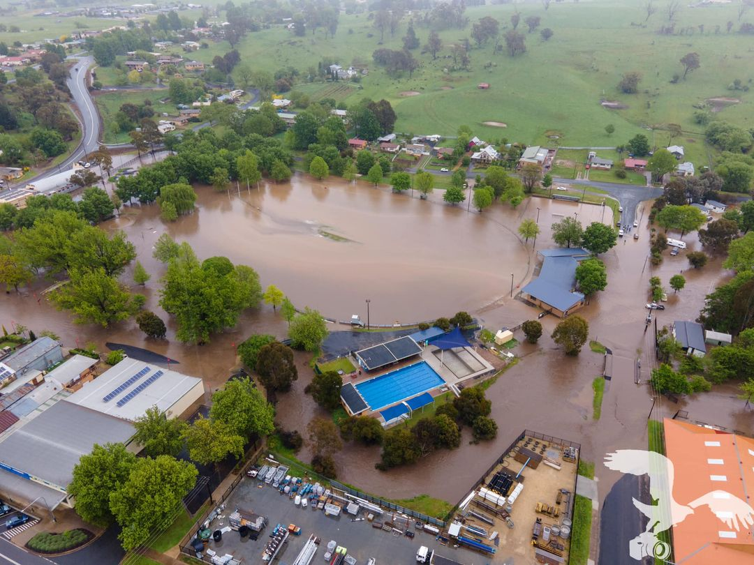 Some photos of the current flooding situation in #Tumbarumba, affecting local roads, caravan parks and ovals.  If it's flooded, forget it! 🚗❌ https://t.co/ETq6Z0kiYZ