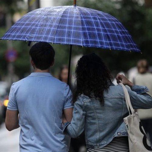 Την Κυριακή σποραδικές βροχές - Περισσότερα φαινόμενα στα μέσα της εβδομάδος: Κανονικές για την εποχή οι θερμοκρασίες. Η πρόγνωση του καιρού από τον διευθυντή της ΕΜΥ Θοδωρή Κολυδά dlvr.it/RkDfDy #καιρός #weather