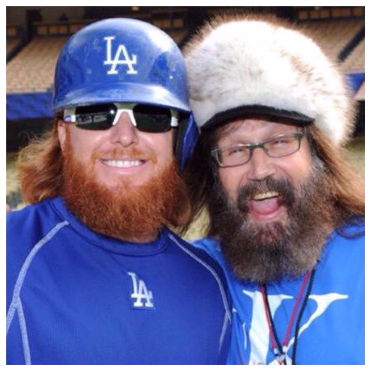 DODGERS FANS! FEELIN YOU! THE WAY OF THE WARRIOR! THE WAY OF THE AZUL! BUEHLER ELECTRIC! TURNER RED SAMURAI SET THE TONE! BARNES BRILLIANT! 28 SAMURAI CHOP WOOD CARRY WATER... LIVE THROUGH DEATH SHOW NO FEAR...  VIVA LOS DODGERS! BRING IT HOME JT!   @redturn2 #Dodgers @Dodgers https://t.co/dkS6BNnrnr