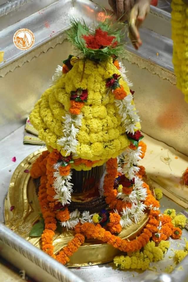 आज दिनांक 24-10-2020 शुक्रवार के श्री काशी विश्वनाथ ज्योर्तिलिंग जी के प्रातः मंगला श्रृंगार आरती एवं दूग्ध अभिषेक के पावन व दिव्य दर्शन #ShriKashiVishwanath #Shiv  #Mahadev #Baba #Nyas #ManglaAarti #darshan #blessings #Varanasi  #Kashi #Jyotirlinga  #हर_हर_महादेव  📿🙏🙌 https://t.co/L6BowZNivk