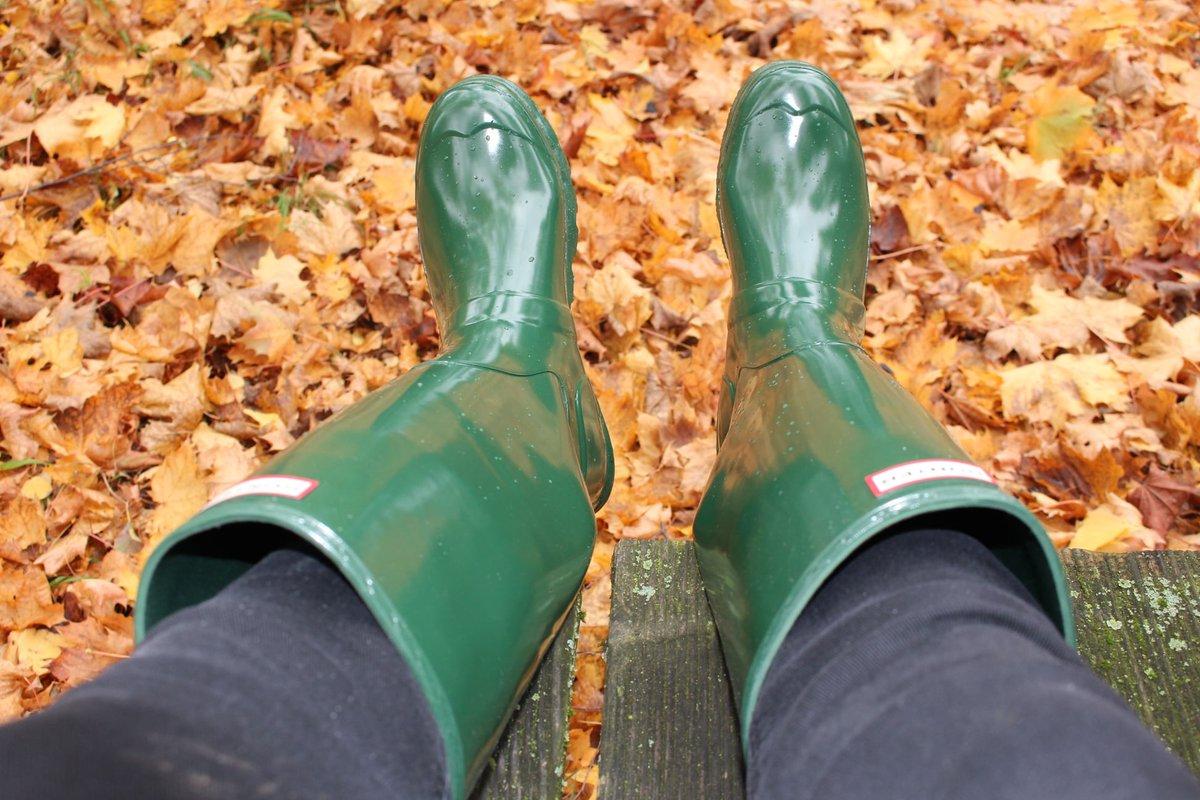 #wellies #greenwellies #girlsinwellies #welliesfetish #hunterboots #greenhunterboots #girlsinhunterboots #hunterbootsfetish #rubberboots #greenrubberboots #girlsinrubberboots #rubberbootsfetish #bootsfetish #gummistiefel #rainboots #sexyrainboots #fallcolours #green https://t.co/KsQPEw6UTI