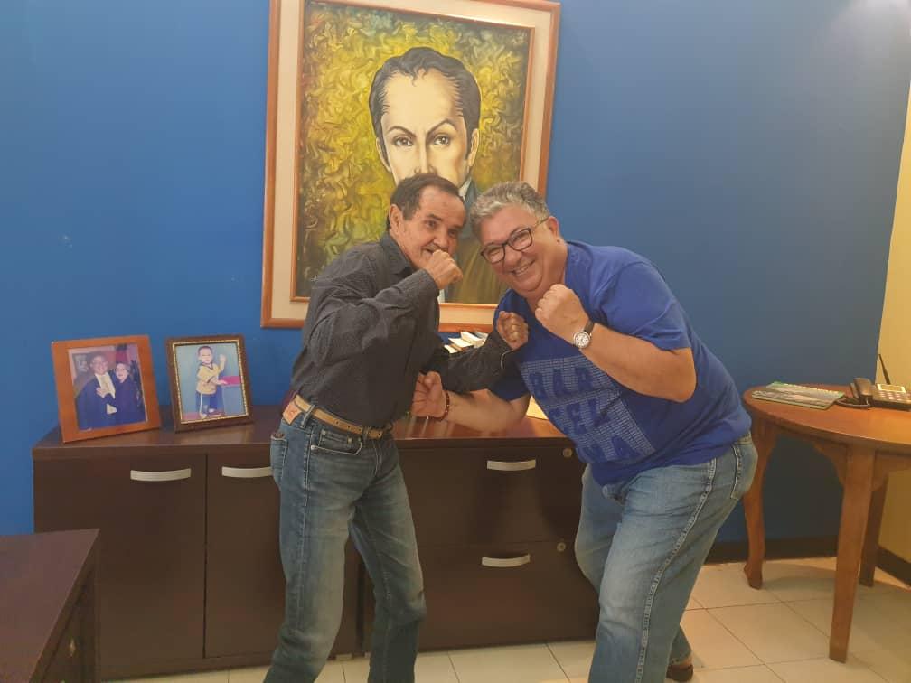 Hoy esta de cumpleaños Betulio Gonzalez,  nuestro Tricampeon mundial de boxeo,  ejemplo de disciplina deportiva y un gran ser humano. Dios lo bendiga y le de larga vida,  un gran abrazo amigo. https://t.co/0aHJaJTGLa