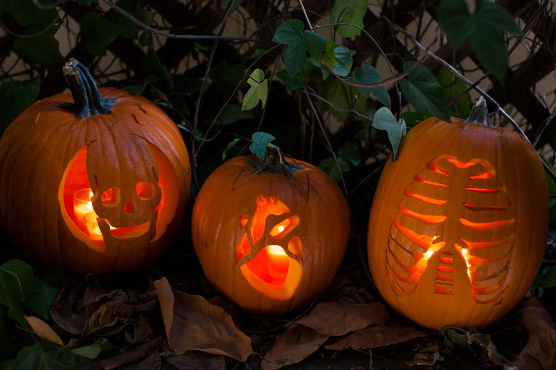 Looking for some fun pumpkin carving ideas? Image and pumpkins by @britandco. What will you be carving into your pumpkin this year?   Leave a comment with a picture of your pumpkin below! https://t.co/teohBPIyt0