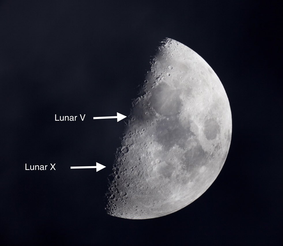 I sat under thick black clouds all evening and finally caught a glimpse of the Lunar X through a quick opening in the clouds.  What we won't do for our passion.  I also saw the Lunar V and lots of Lunar O's! #LunarX  #Astronomy #Hawaii #ObserveTheMoon #NASA #SolarSystemAmbassador https://t.co/0eRMZKDnXR