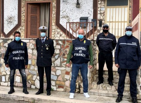 Occupano abitazione confiscata alla mafia denunciati marito e moglie - https://t.co/tVPdSJjF1P #blogsicilianotizie