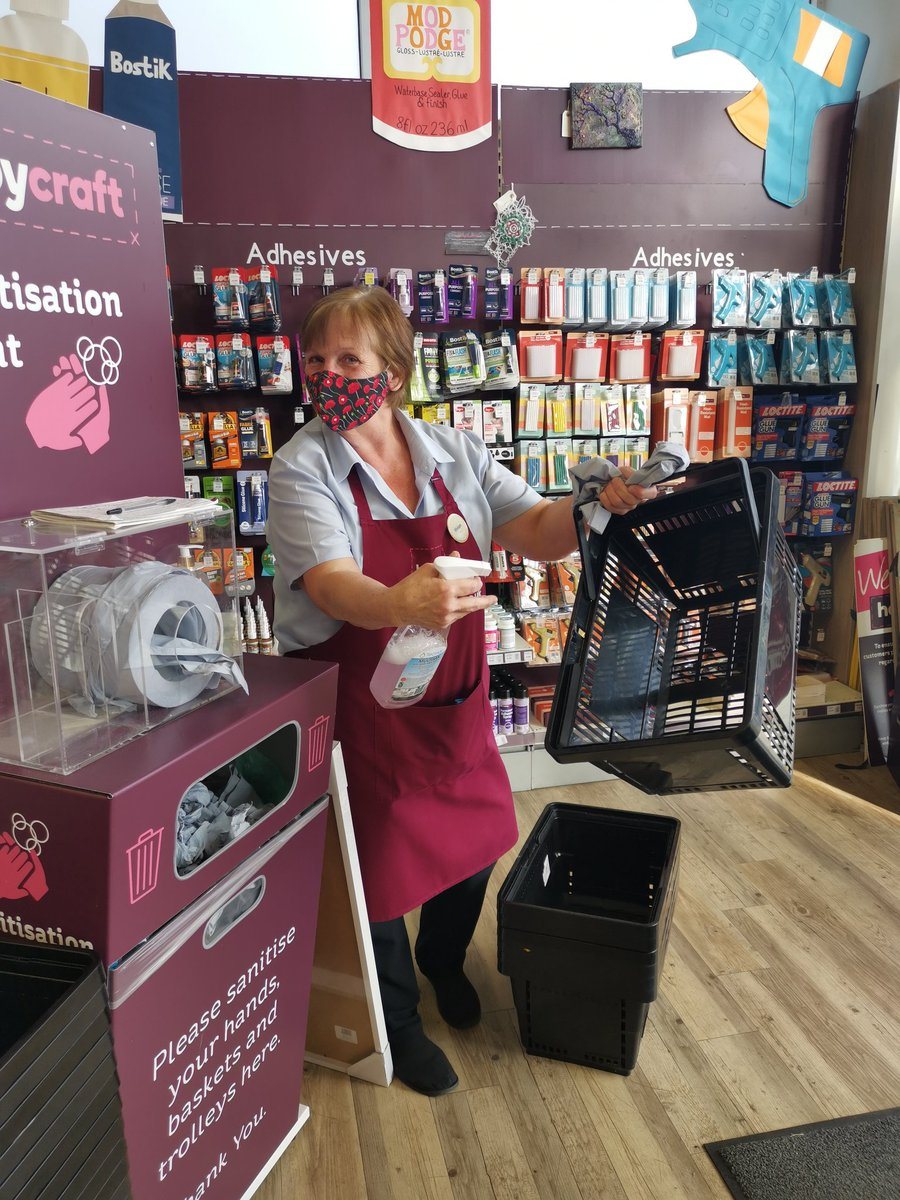 Please know that your safety is paramount. We have brand new till and queue screens, sanitiser, 2m distance markers and friendly colleagues like our lovely Viv to help you. Give your greeter a smile! It makes their day 😊 #hobbycraft #Solihull https://t.co/QTHr5szybh