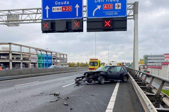 Snelweg A20 afgesloten na ongeval https://t.co/R8H1177Wh0 https://t.co/qgN2chhicn