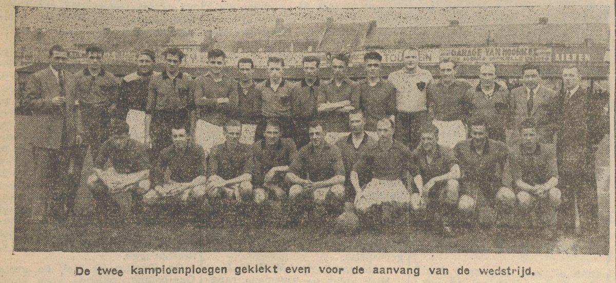 🔙 In 1949 promoveerden zowel Stade Leuven (winnaar reeks A) als @ClubBrugge (winnaar reeks B) naar 1e klasse. Een dubbel duel besliste over de kampioenstitel in 2e klasse.  Op de foto beide ploegen in Brugge (op het terrein van Cercle) voor aanvang van de heenwedstrijd. #OHLCLU https://t.co/kYT5kjxwKg