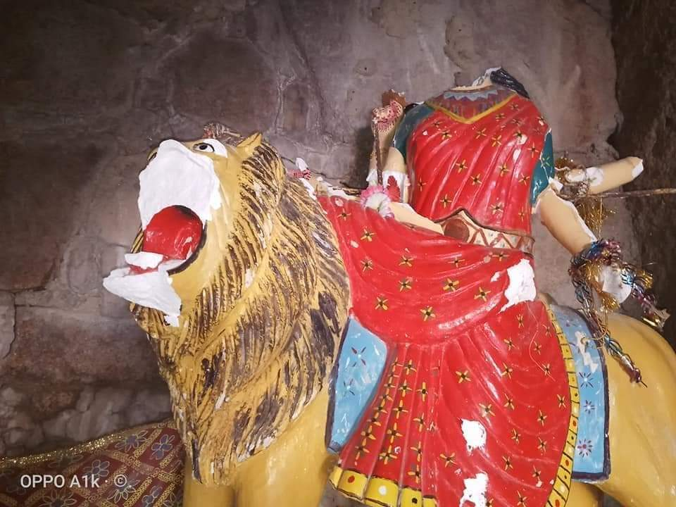 As we happily celebrated Navratri,but few extremist didnt like this thing and they vendalized Mata murti in Nagarparkar,Sindh. Pakistan belongs to everyone and you have to accept that.Such actions must stop.This hurts our sentiments! @LALMALHI @ShireenMazari1 @MuradAliShahPPP
