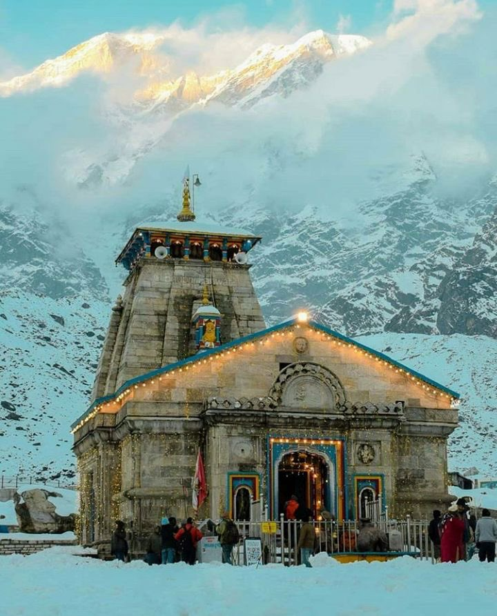 I don't know when... but someday soon please dear god... magical and beautiful 😍😍 #kedarnath #temple #beautiful https://t.co/AXWugm6kUi
