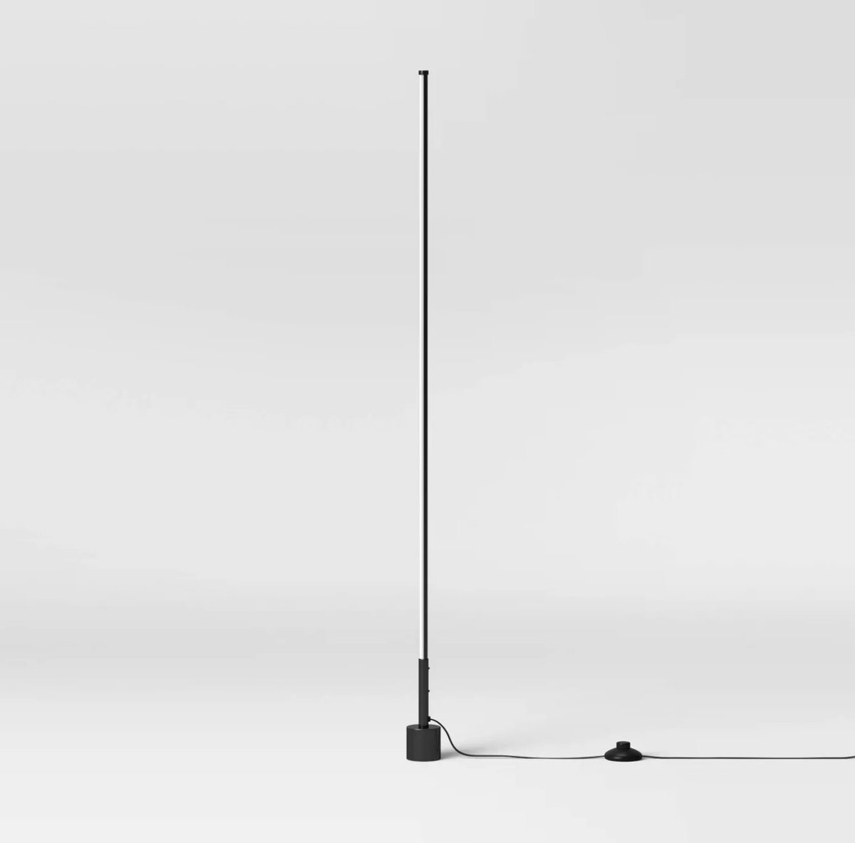 #designoftheday This Project 62 floor lamp from Target is a chic minimalist design that looks as though it's straight out of the1960's. An integrated LED runs up the slender stick-like column casting an inviting glow. It all but disappears in a room. $39! https://t.co/6djkHO7AST https://t.co/Sjg35F0X2K