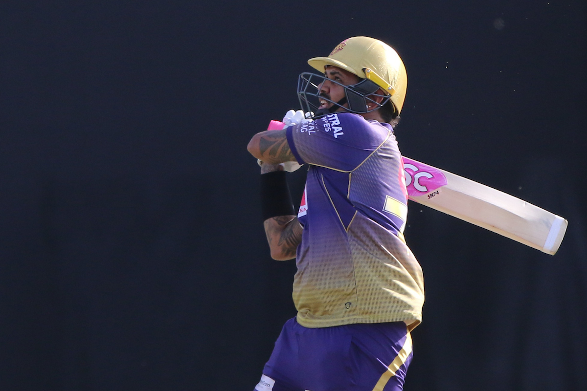 A brilliant FIFTY for @SunilPNarine74 . His 4th in IPL. He celebrates the same with a MAXIMUM