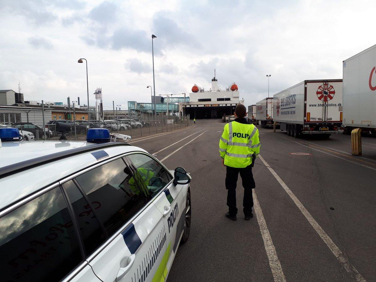 Bornholms Politi er fortsat til stede ved færgeankomsterne i Rønne Havn. Tidligere i dag tog vi imod Tysklandsfærgen. Ingen afviste #politidk https://t.co/zSXtv024KZ