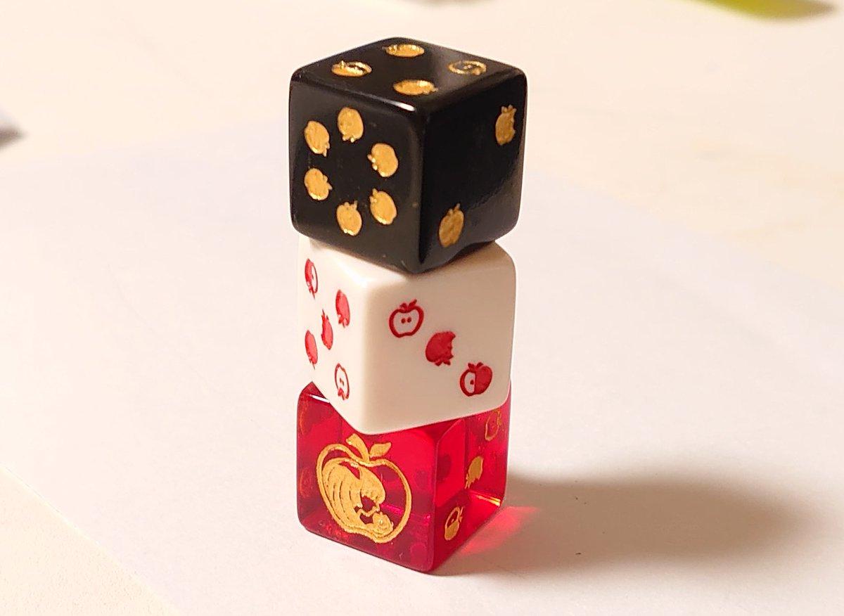そして、フルカスタム6面体に新作登場です「おかしなりんご」島崎藤村の初恋から着想を得て、赤い秋の果実をモチーフにしたデザインダイスを作りました割と視認性もよいのですブラック/ホワイト/クリアレッドの3種類です
