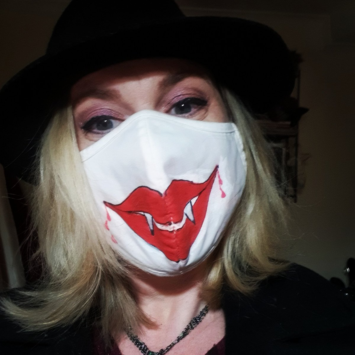 Putting the #fun into the pandemic! Todoay's #lockdownjoy and #pandemicpleasures is all about not hiding your #crazy, but shining it like a beacon into the world! #Facemasks are a fact of life now, so you might as well have fun with them #spreadsmiles #pandemicpositivity #selfie https://t.co/PcTKrWvx1S