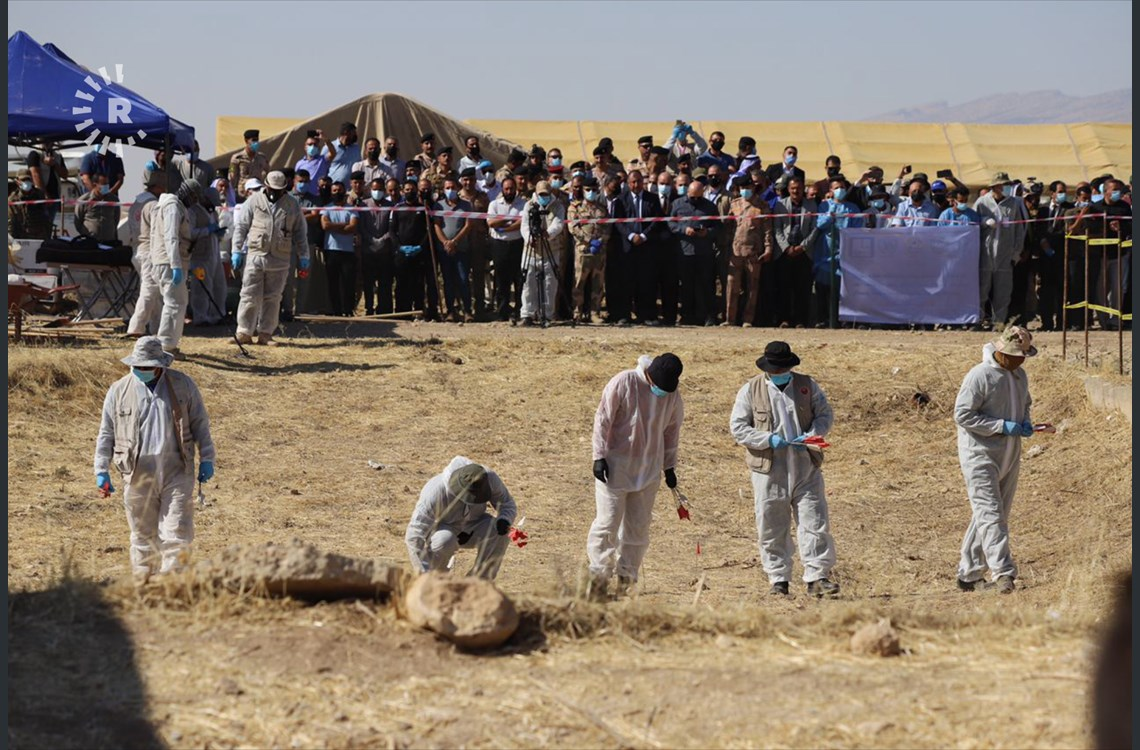 The mass grave exhumation ceremony was attended by roughly a hundred Yazidi men and women who lost someone to ISIS when the group swept across northern Iraq in August 2014, committing genocide against the ethno-religious minority. rudaw.net/english/middle…