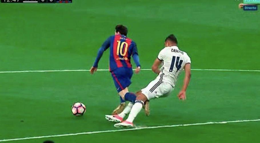 Lo de Messi y Casemiro, una relación paternal. #ElClasico #BarcaReal https://t.co/xnqxEtCl23