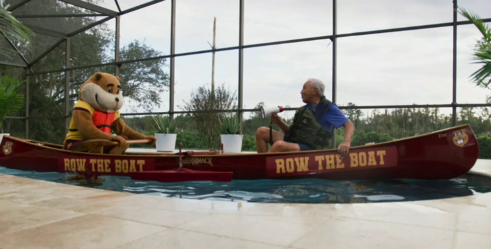 Coach Corso at home in Orlando w/ @GoldytheGopher. #RowTheBoat 🛶