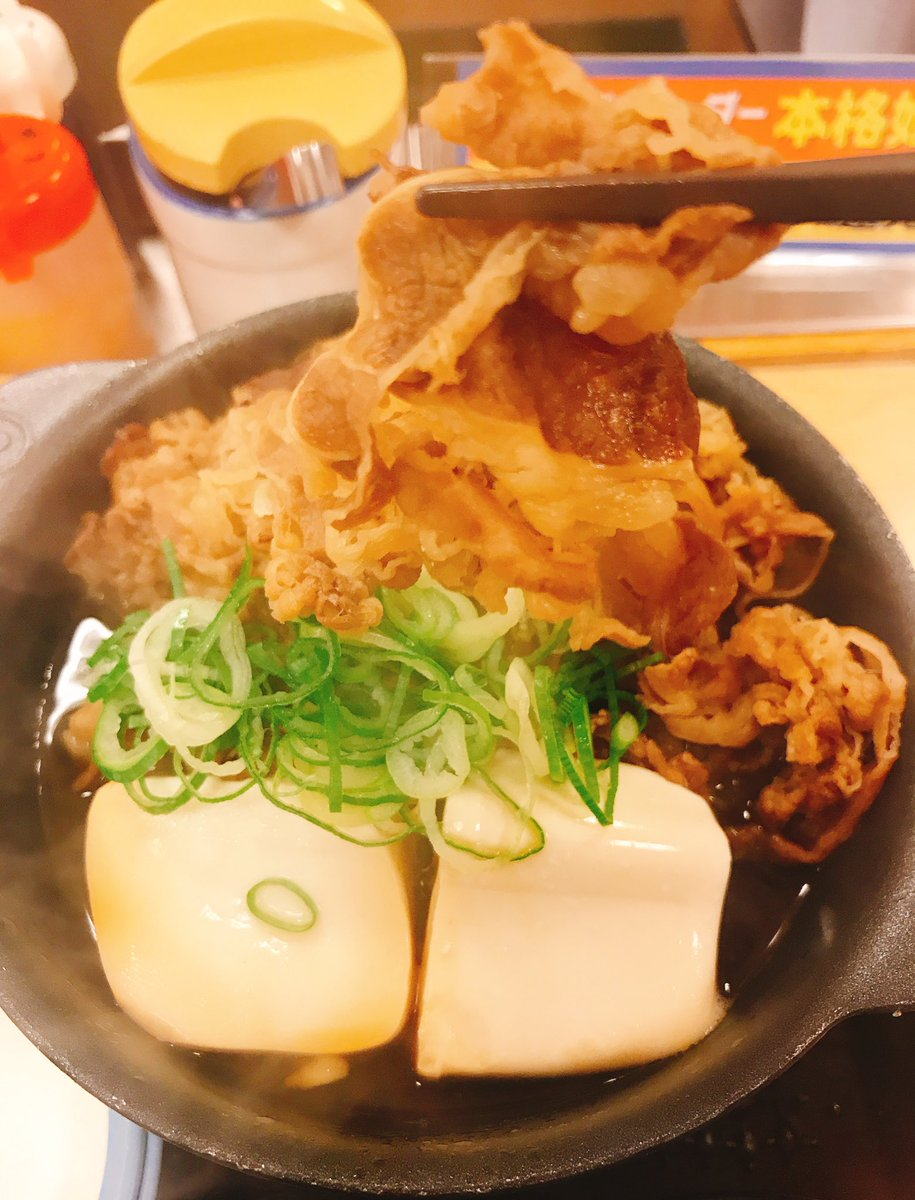 今日のウヒョ〜 #谷 #鍋 #肉 お肉どっさり牛鍋膳 松屋 https://t.co/UxoFbP720L