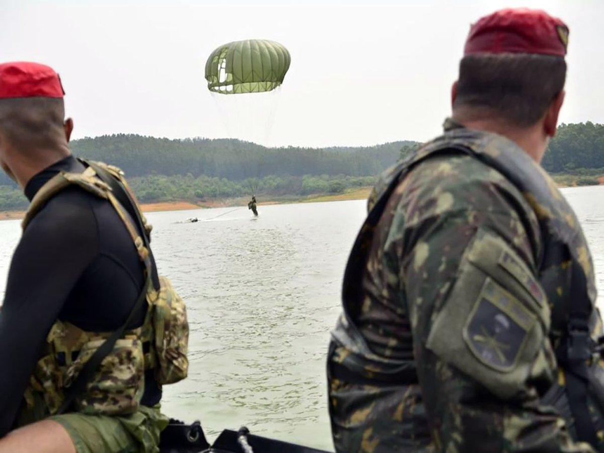 Adestramento da Brigada de Infantaria Pára-quedista mobiliza 1.800 militares durante Operação Saci https://t.co/gD5NMllMWv #BraçoForte #MãoAmiga https://t.co/6S4cxWyRfc