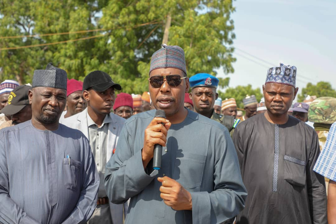 Back to Kala-Balge for the 5th time, @ProfZulum shares cash to 8,000 widows, others.. https://t.co/K7YvWHewEI https://t.co/PyLi6fNakC