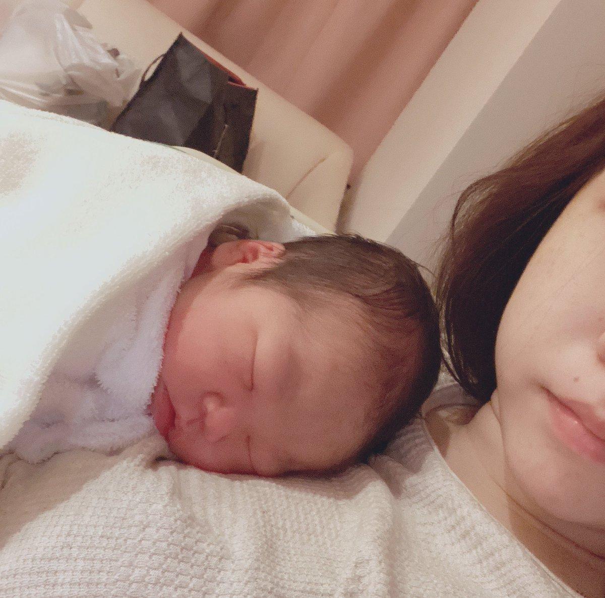 コロナ禍中での産後入院生活は想像通りちゃんと厳しいです。寂しすぎます。あかちゃんはそりゃかわいいです。家帰りたいなぁはやくみんなに会わせてあげたい( ◜◡◝ )入院はまだまだ続く、、