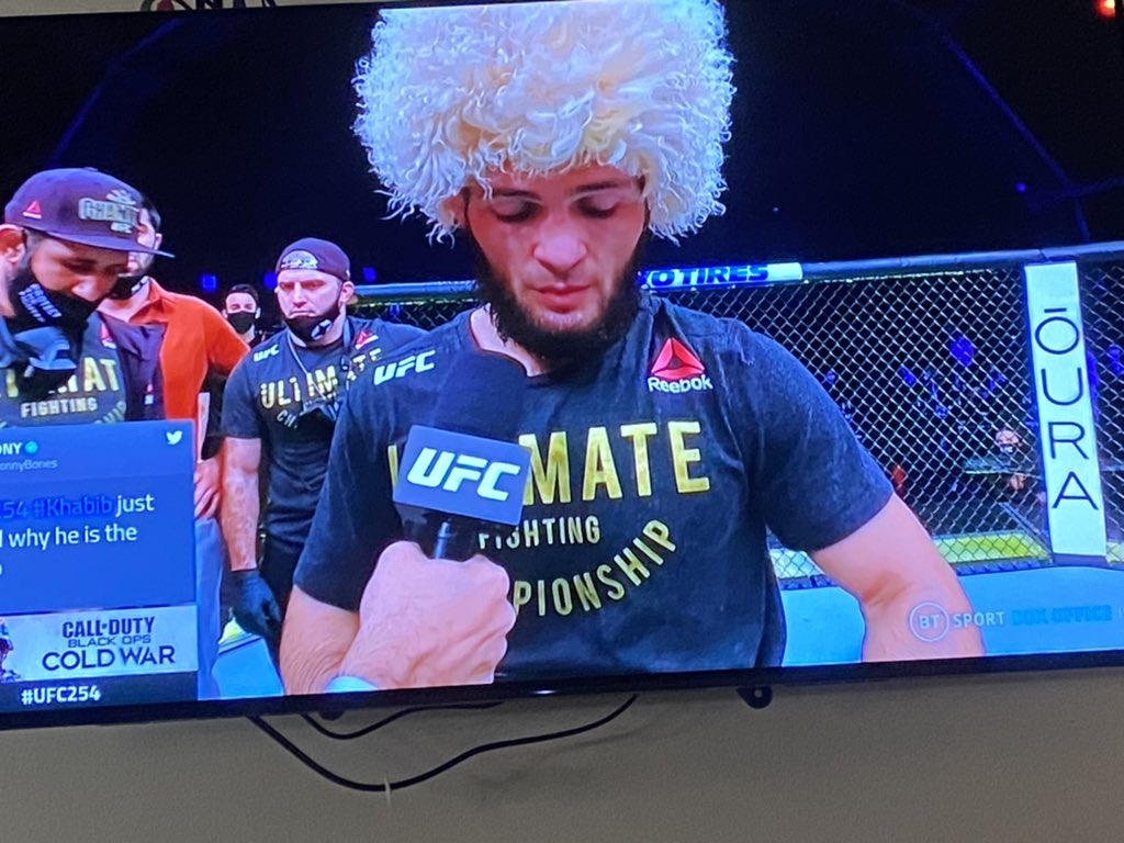 Getting emotional watching this. Wow. Khabib respecting his mother and following through with his word. What a man. Deffo a top 5 goat of MMA. Happy retirement. https://t.co/dkqOlcS3OR