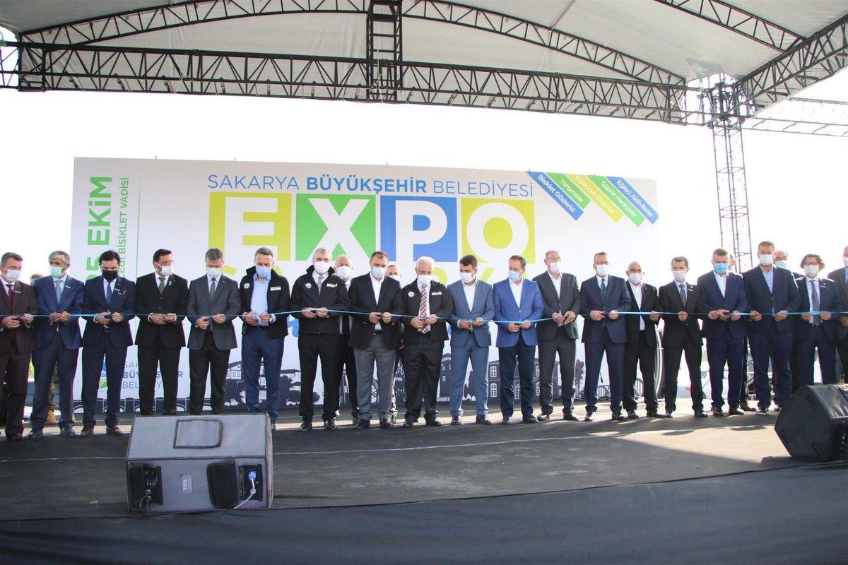 #Expo2020 programının açılış törenine katıldık.   Akyazı olarak standımız ile bizde fuarda yerimizi aldık.   Fuar'da ; ilçemizin turizm potansiyelini , doğal, kültürel ve yöresel değerlerimizi tanıtıyoruz.  Tanıtım programlarına katılan tüm misafirlerimize teşekkür ederiz. https://t.co/MylD3cC6kU