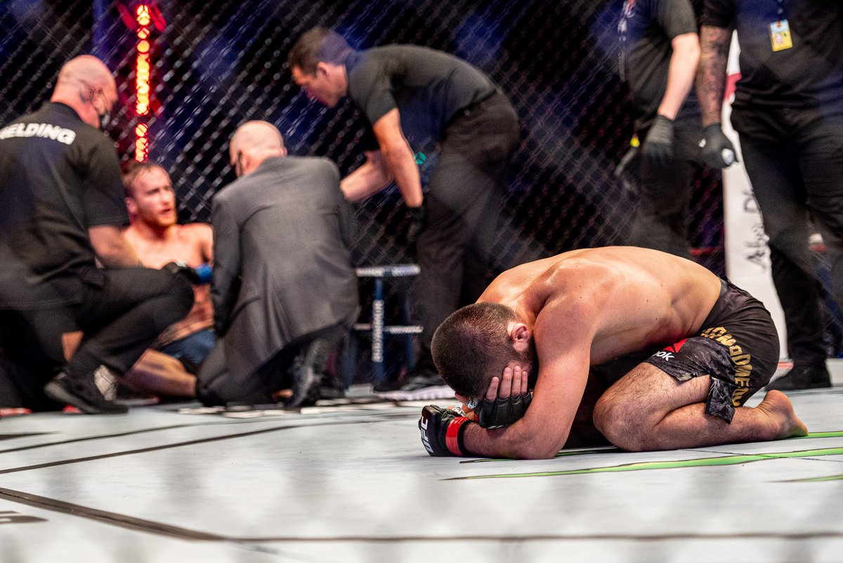 .@TeamKhabib's triangle choke submission was just the third time we've seen a UFC title fight end with that technique. It joins Anderson Silva's triangle of Chael Sonnen at UFC 117 (MW title) and Tony Ferguson's triangle of Kevin Lee at UFC 216 (interim LW title). #UFC254 https://t.co/jYBBAU8hvN