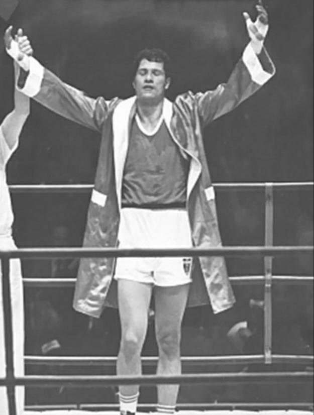 Un día como hoy hace 52 años,  Joaquín Rocha obtuvo la medalla de BRONCE🥉 en el boxeo 🥊 de peso completo de los Juegos Olímpicos de México 1968, sería una de las 9 preseas que alcanzaría nuestro país 🇲🇽 como local en esos olímpicos. https://t.co/EhZLDIjcan