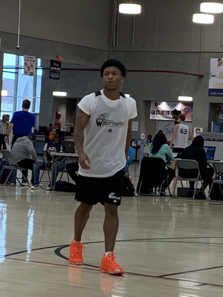 Wootten Top 150 2021 PG Daeshun Ruffin is a Freezer cold point. Can pass and set his teammates up but will also leave you standing still. @DaeshunRuffin @WorldExposureMB https://t.co/EYLntZepuY