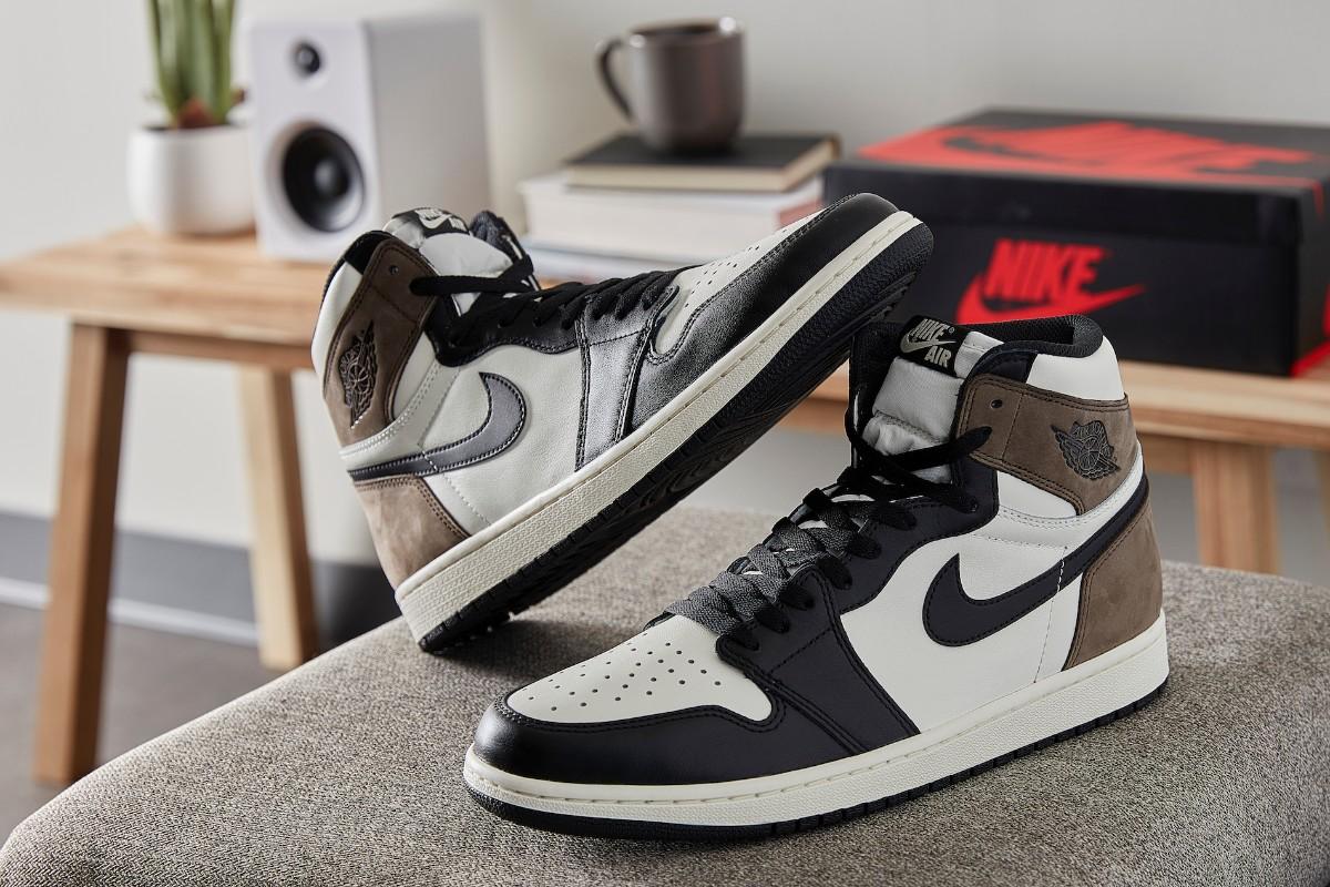 Air Jordan 1 Retro High OG 'Black Mocha
