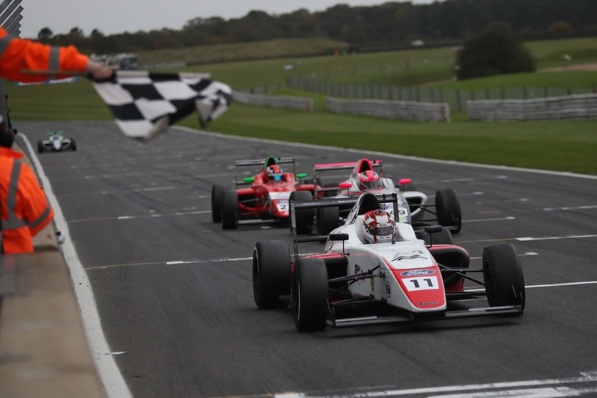 Safe to say there were more than a few thrilling battles going on in Round 22! ⚔️😱  Amazing to see every team up at the front and scoring big points - roll on more of the same tomorrow! 💪  #BritishF4 | #FordPerformance https://t.co/OwmYxHLH3Z