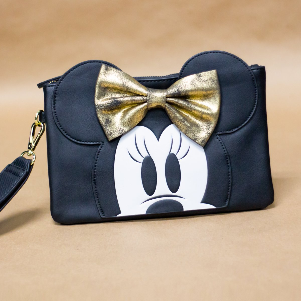 This #Disney #MinnieMouse #wallet reminds us of the happiest place on earth!  https://t.co/gcq4xQI3M4 has fun and #practical Disney themed #accessories featuring your favorite characters, from #disneyprincess and #Pixar to #StarWars. Shop here: https://t.co/YZCUC67hPp https://t.co/wi4LpDkoKP