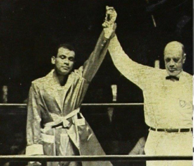 Un día como hoy hace 52 años, Agustin Zaragoza obtuvo la medalla de BRONCE 🥉 en el boxeo 🥊 categoría de peso medio de los Juegos Olímpicos de México 1968, el pugilismo nacional alcanzaría en esa justa deportiva cuatro preseas como local. https://t.co/4BijVnBU7t