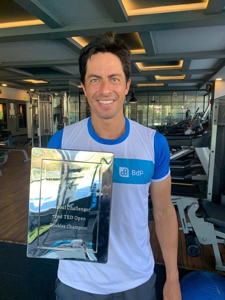 Felicitamos al tenista Gonzalo Escobar (@goescobar89) y a su compañero de dobles, por el triunfo en la final del #ATPChallenger en Estambul. La pareja venció a los estadounidenses Galloway y Lammons, por 4-6, 6-3 y 10-7. ¡Gonzalo, gracias por darnos esta alegría a todo un país!🇪🇨 https://t.co/YATuejcdXc