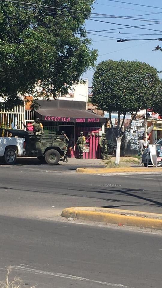 En el Gimnasio ubicado en Republica de Honduras y Blvd. Colon en el closter 19 de Santa Fe en Tlajomulco un hombre sufrió una caída desde una ventana, se desconoce qué ocurrió, fue llevado agonico a la Cruz Verde. https://t.co/69PdHyJspa
