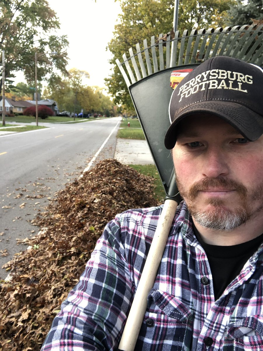 Out in the community helping neighbors with Fall cleanup. We all know someone who could benefit from a little help, give a couple hours of your time to be a positive member of your neighborhood. #BeKind #InThisTogether https://t.co/DZKUhNDAHb