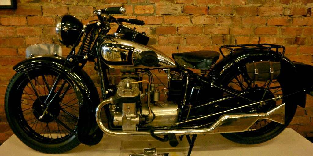 20 of the most stunning #bikes in the #Motorcycle Mecca Museum in New Zealand | 🖤 6. AJS 1931, 498cc, V Twin. Chrome tanks get me every time! The whole thing looks like a beautiful science experiment, somehow… Sigh… https://t.co/p5GYZTjdsP