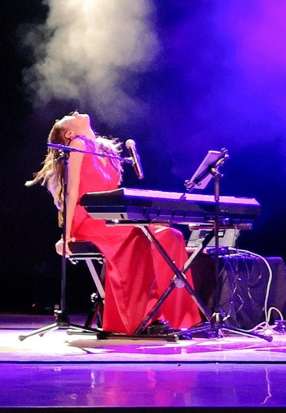 RT @anaguerra: Ha sido de los conciertos más emocionantes de mi vida  Gracias Crevillent! https://t.co/xMvoo5LO8x