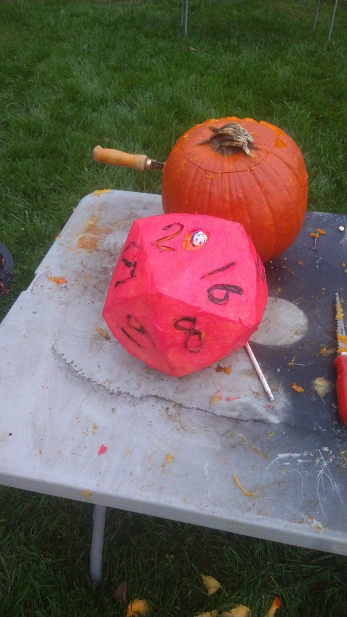 My entry in this year's pumpkin carving competition #dnd #ttrpg #Halloween https://t.co/0EHloD3On9
