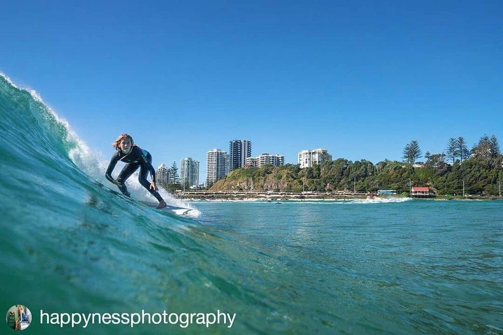 #SurfingSunday Blue skies and waves for days   #visitbigvolcano #surfergirls  #surferslife #goldcoast #surfing #surfsup #surfspot #kirra #kirrabreak  #kirrabeach #kirrapoint #kirrasurf #coolangatta   #Repost @happynessphotography • • • • • • Than… https://t.co/NwKtjwqcDb https://t.co/L42yCTa8RV