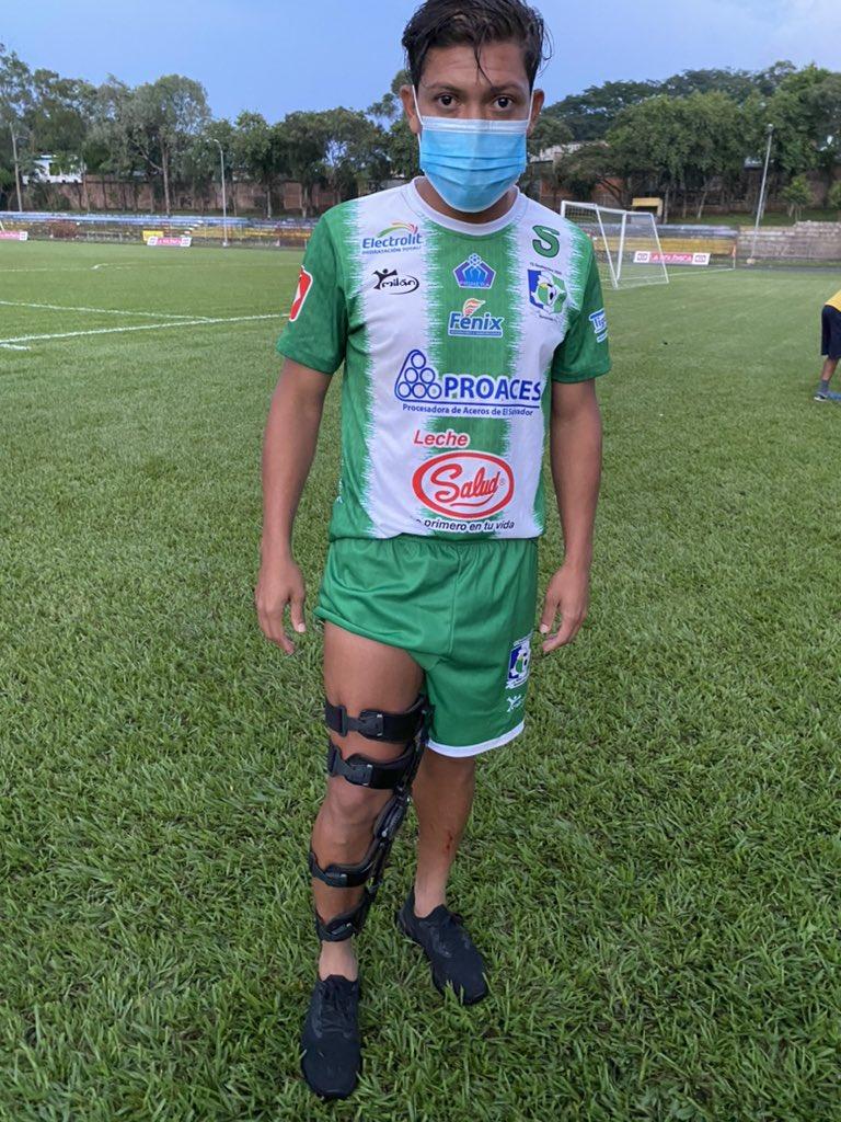 El contención de @Sonsonatefc René Gómez es llevado al Ortopeda del cuadro del Occidente, inmediatamente se le hará resonancia. @DC4_TCS https://t.co/oUoobJYDgr