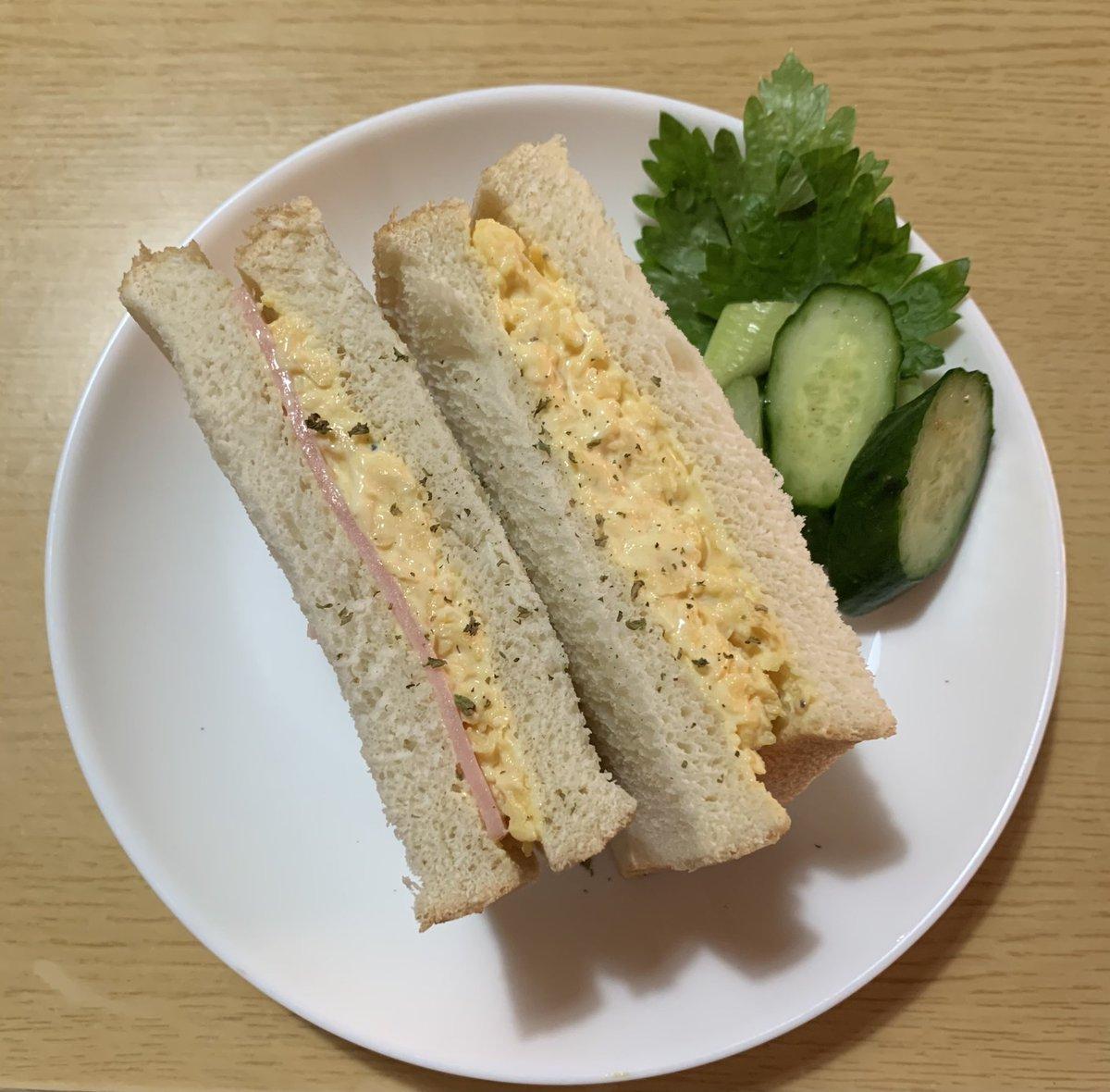 サンドイッチ作りましたスクランブルエッグにマヨネーズ絡めたカンタンサンドイッチ🥪