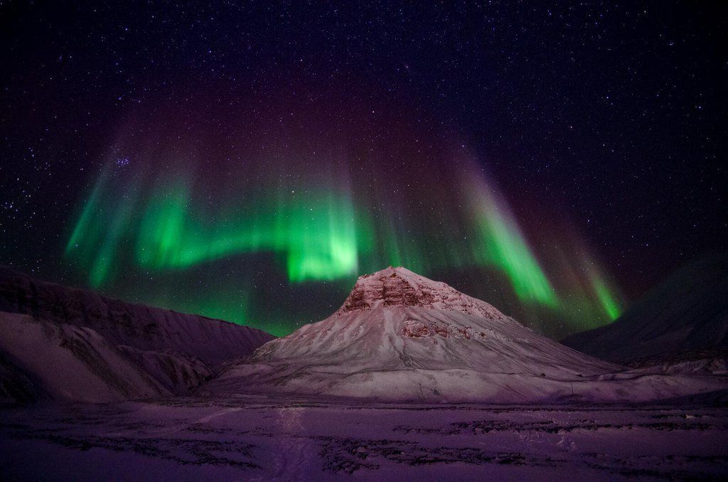 #Space light plays over the mountains of #Svalbard. #GoodMorning! flickr.com/photos/jssus/1… via @flickr