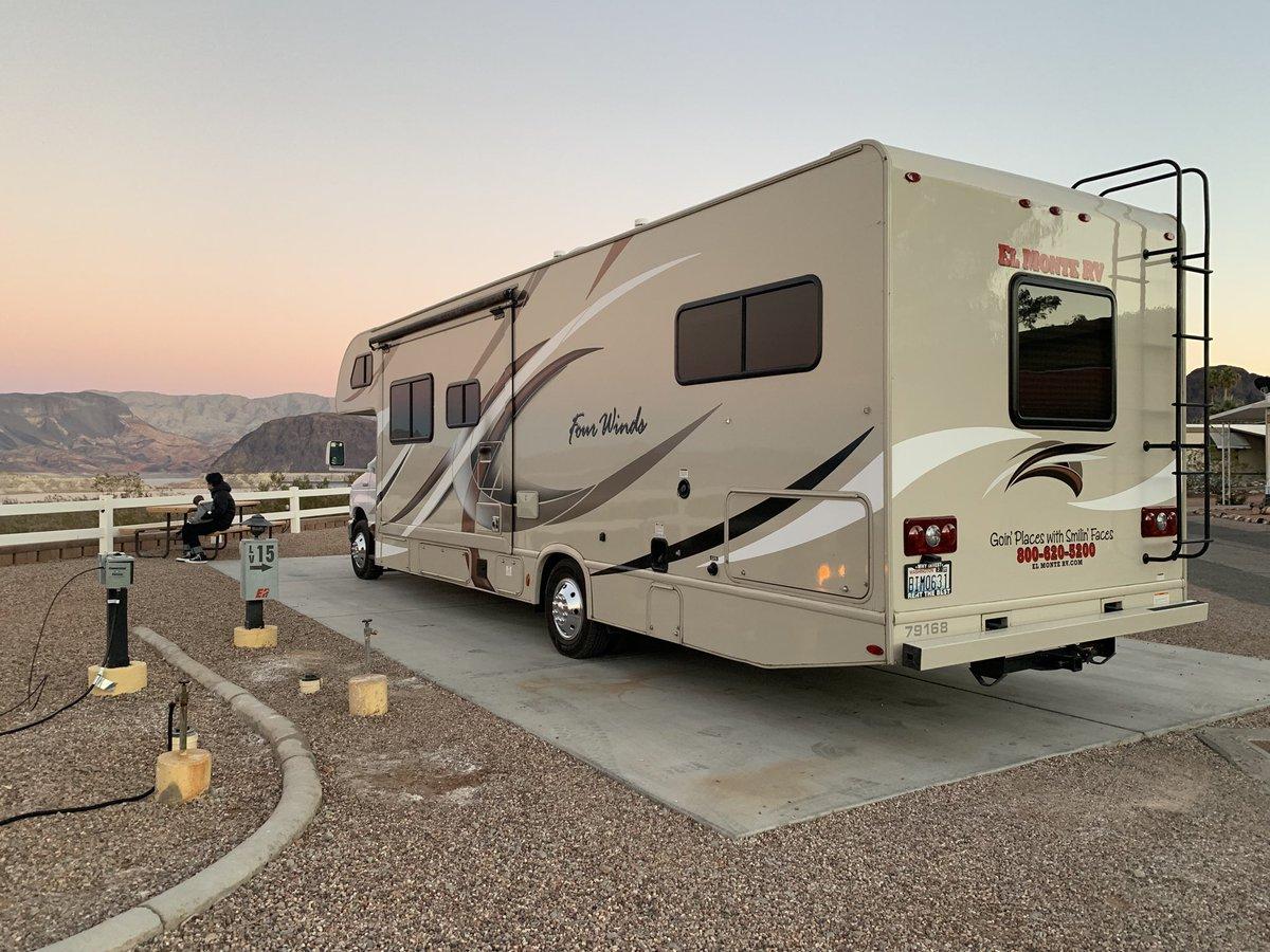 #コロナと火事で終わりそうな2020年なので大好きなアメリカの写真をアップ  RVの旅。超おすすめのレイクミード。グランドキャニオン内のマーサーキャンプ場。インディペンデンスデーは大盛り上がりコロラド川沿いのキャンプ場。セドナのカセドラルロックを眺めるパーキングエリア。またRVで旅したい。 https://t.co/jmpFNLsExQ