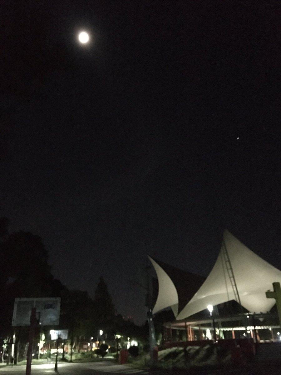 Júpiter, Saturno y la Luna desde la Ciudad de México #iPhoneSE #SkyView https://t.co/v0wIIO1ekr