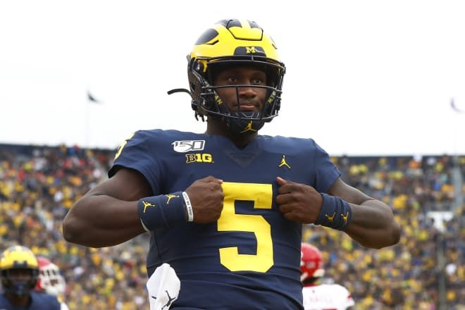 The Joe Milton Hype Train has left the station!! Thumped a Top 20 team tonight! #GoBlue #Michigan #MichiganvsMinnesota https://t.co/CiCfmAawNP