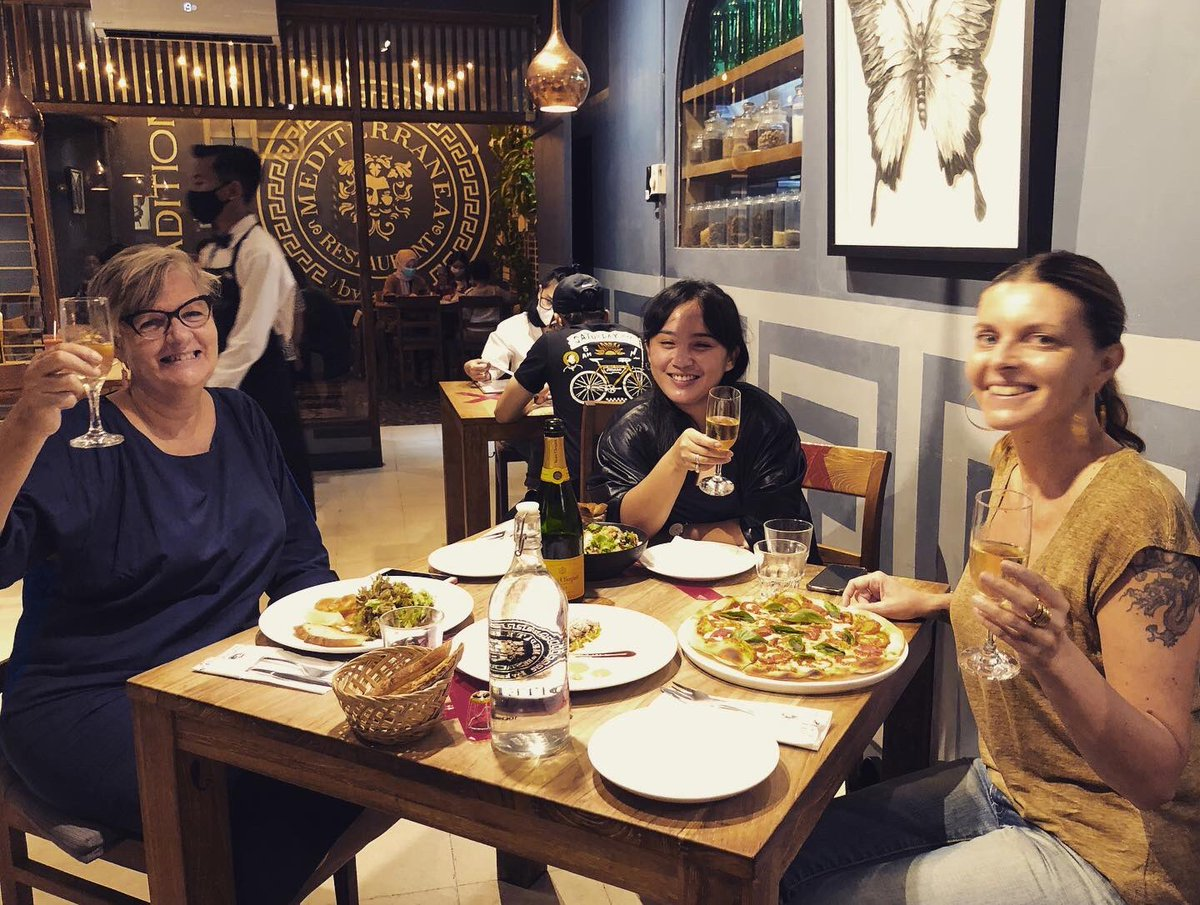 #champagne in #yogjakarta with  two of my best #BadAss #Friends 🥂🍾  #birthdaygirl #Celebration in #centraljava https://t.co/r1FBRYnA01